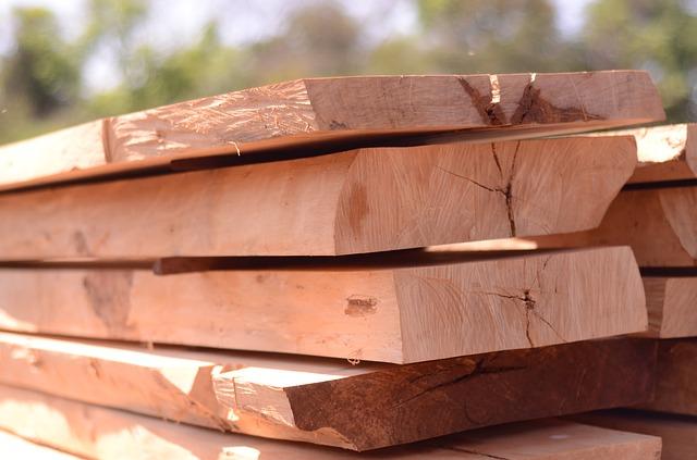 dřevo jako surovina na výrobu nábytku.jpg